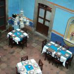 las adornadas mesas del comedor