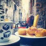 Λουκουμάδες και Καφές | Donuts & coffee