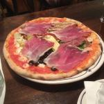 Vegetable pizza with parma ham
