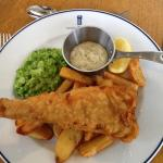Fish, chips & crushed peas, with tartare sauce