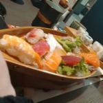 Barca di sushi e maki misto per 1 persona