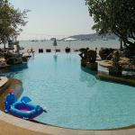 Swimming pool with views to the sea. When tide is low, you can walk quite in!