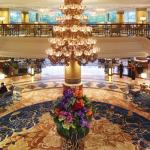 Makati Shangri-La, Manila's Lobby