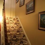 Die Treppe in die obere Etage - zu den Zimmern