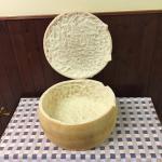 Forma di Parmigiano per cappelletti in brodo