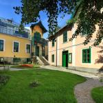 Museum front garden (127133744)