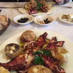 Grilled squid ... Lulas grelhadas com batatas a murro