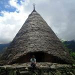 Rumah Adat Utama untuk menyambut pengunjung. Dalam bahasa Manggarai disebut Mbaru Niang