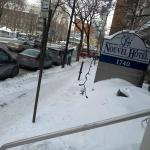Rua em frente ao hotel