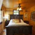 Costa Rican Bungalow Queen Bed