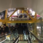 Μέσα στο εμπορικό κέντρο