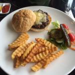 Beef Cheeseburger/Fries