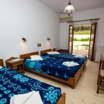 Adonis Hotel Triple Room