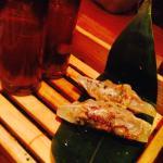 Dumplings de cordeiro empanados com shot de missa