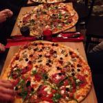 Juste Divinement excellent!! Pizza gastronomique de taille géante a partager très convivial a fa