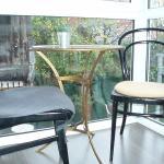 Balcon,con mesas,para desayunar,con vistas al jardin