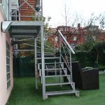 Escaleras para acceder al jardin