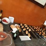 Buffet desayuno zona bolleria y panes