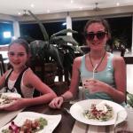 сестренки в ресторане