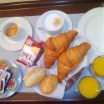 el desayuno que nos trajeron a la habitación.