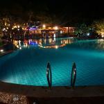 Подсветка бассейна ночью