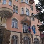 Přední část hotelu