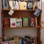 no TV ma libri di fiabe- poesie e tanto altro.......