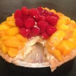 peach and strawberry cream pie