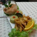Purée pomme de terre carottes et jus de viande (coup de coeur ;-)), flan de petits pois...