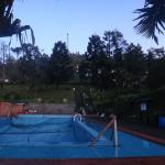 Kolam renang dewasa yang masih direnovasi
