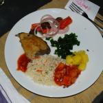 Thunfischsteak samt Beilagen