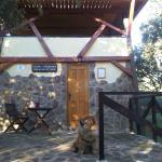 A la puerta de la cabaña