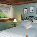 Glacier Lily Queen Room