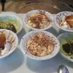 ganache al cioccolato con salsa al pistacchio di Bronte, spuma di yogurt con riduzione di porto
