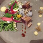 Entrée 1: bonite grillée, riz gluant, sésame et caviar. Léger et parfait.