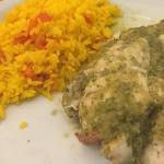 Peixe ao molho de limão e gengibre com arroz de açafrão.
