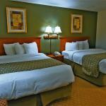 Beatiful, spacious 2 queen bed guest room