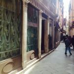 Calle Dei Fabbri, Hoteleingang links