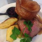 Roast topside of beef with mulled red cabbag, delicious