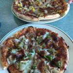 Tonno pizza und capriciosa pizza