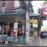 ร้านอยู่ริมถนนพัทยากลาง