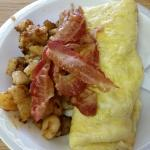 Omelet and bacon with home fries!!