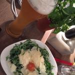 Cerveza y ensalada