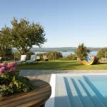 Hotel Hirschen Gaienhofen - traumhafte Liegewiese mit Außenpool 30° und Seeblick -