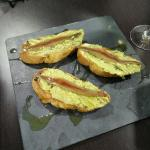 Tostas de ajonegro, aguacate y anchoa del cantábrico, excelente!