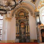The altar with calligraphic Koranic verses