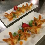 Crab Rangoon w Spicy Thai Sauce