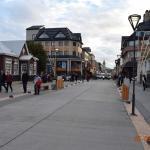 A Rua San Martin possui várias opções de hotéis.