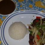 carne frita con arroz y habichuelas