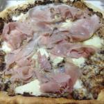pizza e stuzzichini buonissimi